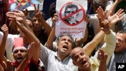 مخالفان مجمد مرسی طی تجمعی اعتراض آمیز در میدان تحریر قاهره، ۲۸ ژوئن ۲۰۱۳