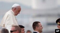 """""""No hay que tener miedo a la paz, a la convivencia, al diálogo; la reconciliación y la unión no son una derrota o una pérdida"""", estableció Francisco."""