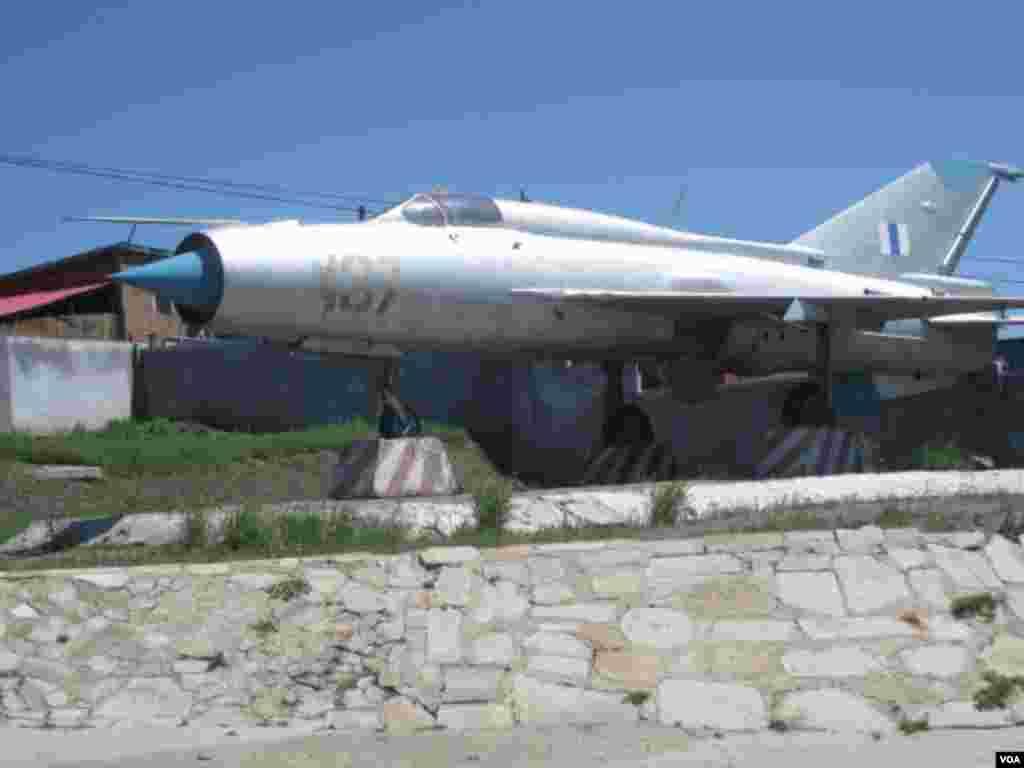 蒙古军事博物馆中展出的苏制战斗机(美国之音白桦拍摄)