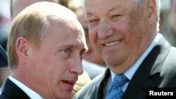 Vladimir Putin və Boris Yeltsin