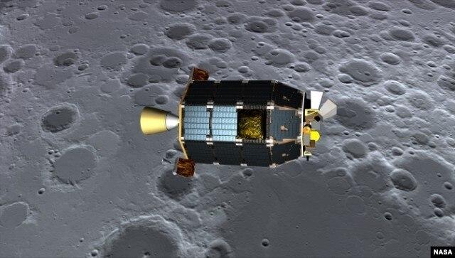Hình vẽ kỹ thuật số mô phỏng phi thuyền LADEE bay trên bề mặt mặt trăng