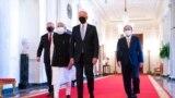 رهبران کشورهای عضو «کواد» به ترتیب از چپ: اسکات موریسون، نخستوزیر استرالیا؛ نارندرا مودی، نخستوزیر هند؛ جو بایدن، رئیس جمهوری ایالات متحده آمریکا؛ یوشیهیده سوگا، نخست وزیر ژاپن؛ اتاق شرقی کاخ سفید، واشنگتن دیسی؛ جمعه ٢ مهر ۱۴۰۰
