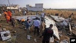 بھوجا ائیر کے اسلام آباد کے قریب گرنے والے مسافر طیارے کا ملبہ (فائل فوٹو)