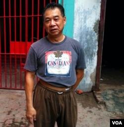 吴先生是广东梅县客家人,制革业是客家人在印度的传统行业。(美国之音朱诺拍摄,2016年10月18日)