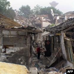 坍塌的房舍