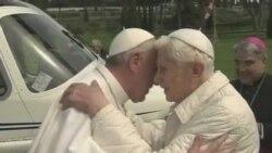 新教宗和荣退教宗会面共同祈祷