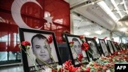 Ku kibuga cy'indege cya Ataturk mu mujyi wa Istanbul muri Turukiya
