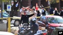 救援人員在美國亞利桑那州眾議員吉福茲等人中槍現場進行救援工作