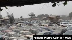 Un parc de vente abandonné à Cotonou, le 28 septembre 2017. (VOA/Ginette Fleure Adandé)