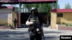 Pro-Russian armed separatists guard a street near an administrative building in Donetsk, eastern Ukraine, May 6, 2014.