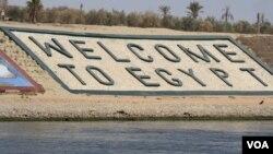 Pemerintah Mesir berharap perluasan Terusan Suez akan menggenjot investasi asing dan memulihkan ekonomi Mesir yang terpuruk (Heather Mudock/VOA)