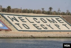 Officials say the Suez Canal expansion is one of many projects intended to help revive the economy by boosting foreign investment, including along the canal's shores, June 12, 2015. (H. Murdock/VOA)