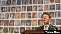류길재 한국 통일부 장관이 27일 오전 서울 종로구 연지동 한국교회100주년기념관에서 6·25전쟁납북인사가족협의회가 개최한 '제5회 6·25 납북 희생자 기억의 날' 행사에서 인사말을 하고 있다.