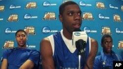 Terrence Jones, escoltado por sus compañeros de Kentucky, Anthony Davis y Doron Lamb, explican como harán para ser campeones.