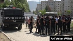 Hêzên Ewlekarîya Tirkiyê li Hember avahiyê Şaredariya Wanê