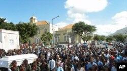 Cortejo fúnebre de Cesária Évora, nas ruas do Mindelo
