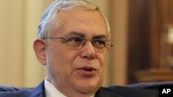 """Lucas Papademos advirtió que si los griegos dicen no al euro sería una """"derrota nacional""""."""