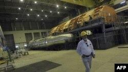 Lò phản ứng hạt nhân ở Bushehr - có công suất 1,000 megawatt, do Nga chế tạo – sẽ bắt đầu sản xuất điện gia dụng vào đầu năm 2011