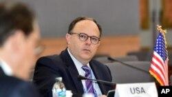 Đặc sứ Mỹ tại cuộc đàm phán 6 bên về vấn đề hạt nhân Bắc Triều Tiên Sydney Seiler tại một cuộc họp về Sáng kiến Hòa bình và Hợp tác Đông Bắc Á của Bộ Ngoại giao ở Seoul, Hàn Quốc.