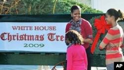 米歇尔.奥巴马星期五收到了圣诞树