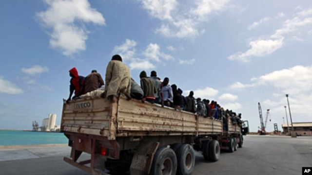 Migrant workers from Niger are transported into Misrata port to be evacuated by the IOM (International Organization for Migration) to Benghazi (File)