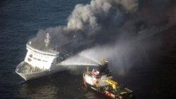 نجات مسافران و خدمه قایقی که در دریای بالتیک آتش گرفت