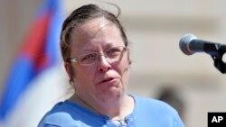 La funcionaria desestimó un ofrecimiento del juez para liberarla a condición de no interferir con el trabajo de su oficina