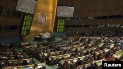 Các thành viên Đại Hội đồng Liên Hiệp Quốc bỏ phiếu cho kế hoạch của Liên đoàn Ả Rập kêu gọi Tổng thống Assad từ chức, ở New York, 16/2/2012