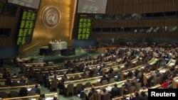 Suasana pemungutan suara di dalam sidang Majelis Umum PBB di kantor pusat New York (Foto: dok). Majelis Umum PBB telah sepakat untuk memulai kembali pembicaraan terkait perjanjian yang mengatur perdagangan senjata konvensional, Senin (24/12).