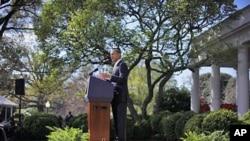 奥巴马总统3月29日在白宫玫瑰园敦促国会取消给石油公司的税务优惠