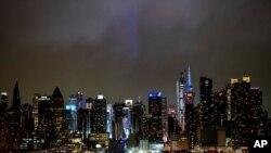 Նյու Յորքի երկնաքերերի լուսավորությամբ ողջունում են բժիշկներին