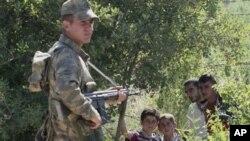 Polisi Turki berjaga-jaga di Hatay, kota utama di Provinsi Antakya yang berbatasan dengan Suriah (foto: dok).