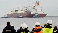 Američki prirodni plin će u tečnom stanju, ogromnim tankerima, biti dopreman do luka u Poljskoj.