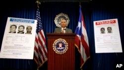 Foto de archivo de la presentación de carteles en los que se busca a Víctor Manuel Gerena, uno de los fugitivos más buscados por el FBI que aún vive en Cuba.