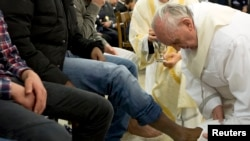 Pope Francis washes the foot of a prisoner at Casal del Marmo youth prison in Rome, March 28, 2013.