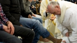 Pope Francis washes the foot of a prisoner at Casal del Marmo youth prison in Rome March 28, 2013.