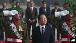 中國總理溫嘉寶抵達巴基斯坦出席閱兵儀式