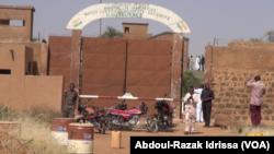 La prison de Koutoukalé est redevenue calme, après une attaque terroriste, au Niger, le 17 octobre 2016. (VOA/Abdoul-Razak Idrissa)