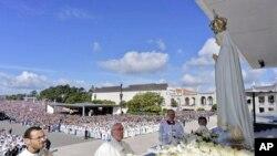 Đức Giáo hoàng Phan-xi-cô thăm Đức Mẹ Fatima, Bồ Đào Nha, ngày 13/5/2017.