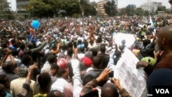 Thousands of Ethiopians protesting in Addis Abeba