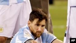 """Lionel Messi - """"""""Perdre des finales fait partie du sport, mais te perdre toi, c'est la défaite la plus douloureuse de toutes"""", a écrit un supporter sur Twitter"""
