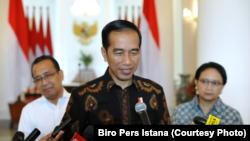 Presiden Joko Widodo menjawab pertanyaan wartawn di Istana Kepresidenan Bogor, Selasa, 12 Juni 2018. (Foto: Biro Pers Istana)