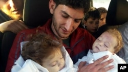 عبدالحمید الیوسف ۲۹ ساله دوقلوهایش، همسرش، دو برادر، برادرزاده ها و دیگرانی از فامیل را در حمله شیمیایی خان شیخون از دست داد