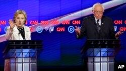 Wademocrat wanaowania uteuzi wa kugombea urais, Bernie Sanders and Hillary Clinton wakijibu maswali wakati wa mdahalo wa Alhamisi usiku.