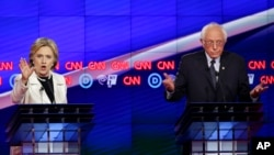 La misma encuesta hace un mes daba a Clinton nueve puntos porcentuales de diferencia sobre Sanders, desde el 53 al 44 %.