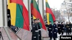 """立陶宛为纪念在1991年1月13日苏联攻击中丧生的14名立陶宛平民,2011年1月13日举行""""捍卫自由日""""纪念仪式。"""