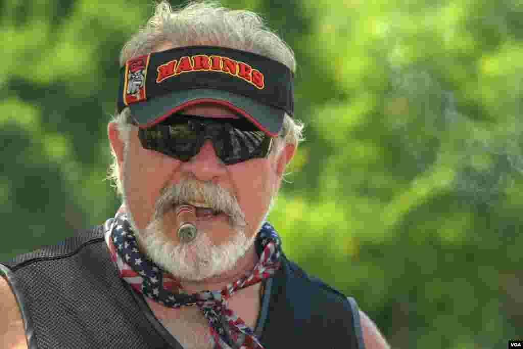 Rolling Thunder - це щорічний парад байкерів до Меморіалу ветеранам війни у В'єтнамі. Подію організовує одноіменна організація, яка захищає права американських в'язнів війни та безвісти пропалих воїнів.