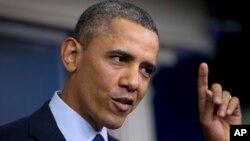 Presiden Barack Obama berbicara dengan wartawan di Gedung Putih (1/3) usai pembicaraan dengan para pemimpin kongres terkait pemotongan anggaran otomatis. (AP/Carolyn Kaster)