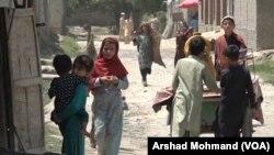 پېښور کې د افغان کډوالو د کیمپ یو منظر