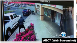Camera ghi lại hình ảnh nhóm cướp giật túi xách của bà Nga Ngọc Nguyễn.